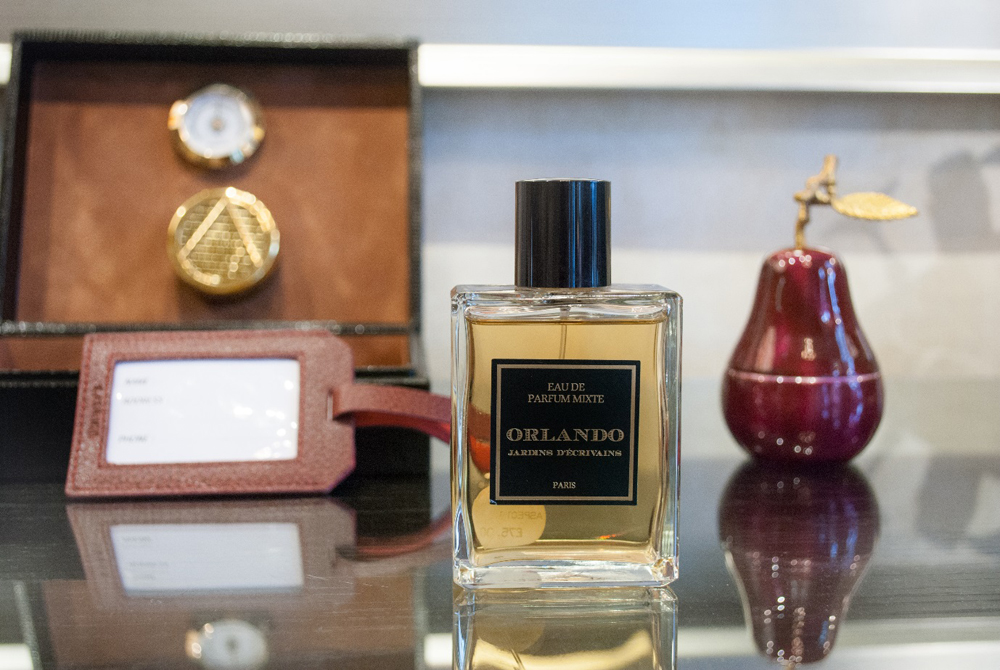 Jenny Blanc Blog - Humidor and Leather Luggage Label Jardins D'Ecrivains Orlando Eau de Parfum and Pear Votive